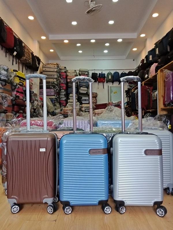 Xưởng sản xuất vali nhựa giá rẻ tại tphcm | in logo làm quà tặng theo yêu cầu