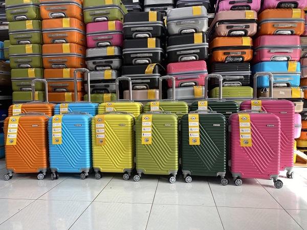 Giá vali nhựa in logo làm quà tặng tại tphcm ? xưởng sản xuất vali nhựa tại tphcm